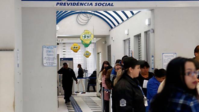 Governo anuncia medidas par acabar com a fila de espera do INSS