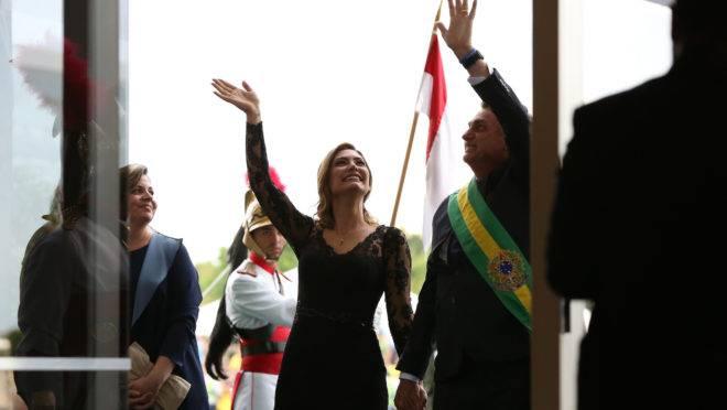 Jair Bolsonaro e Michelle chegam ao Palácio do Itamaraty para recepção oferecida a convidados em 1º de janeiro de 2019.