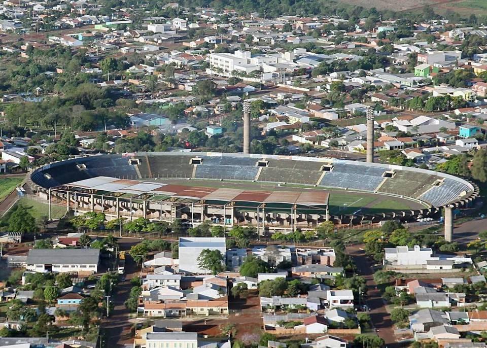 Apenas a parte coberta do estádio recebeu as cadeiras do Furacão. Foto: Divulgação/Prefeitura de Cascavel.