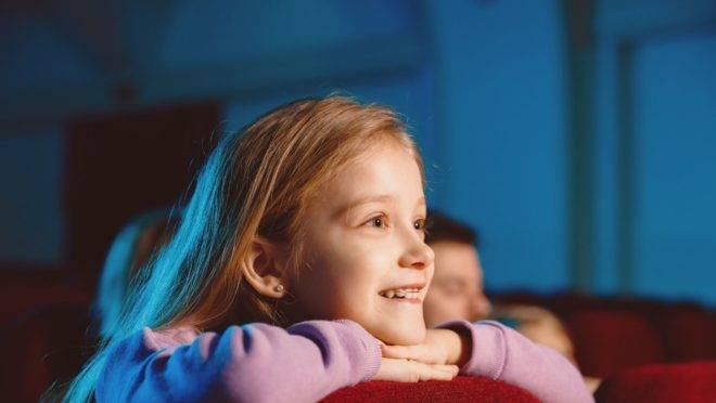 Lei municipal obriga os cinemas a realizarem ao menos uma sessão por mês adaptada a crianças e adolescentes com Transtorno do Espectro Autista (TEA)