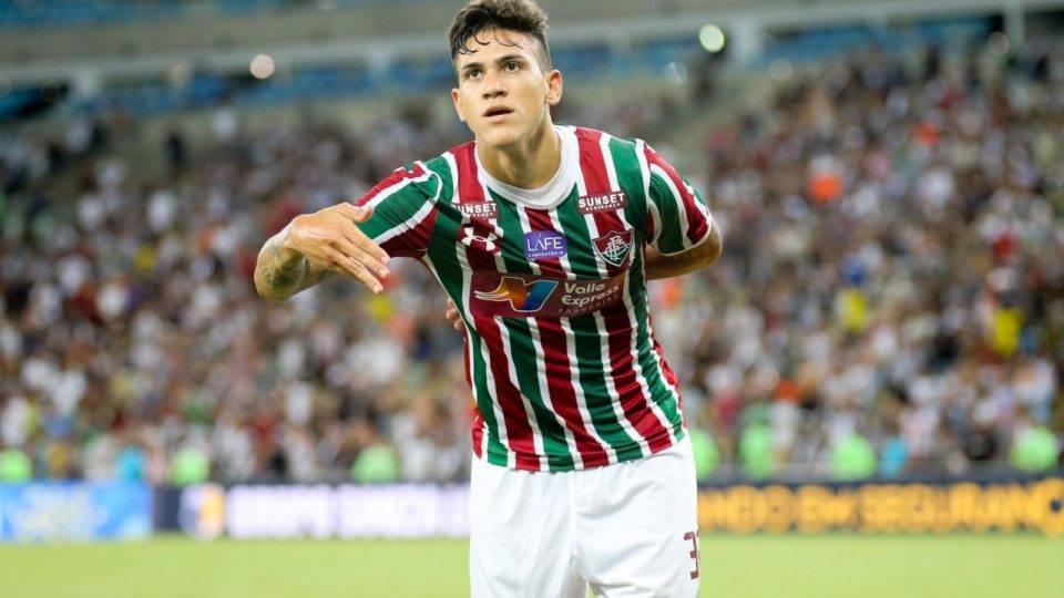 Fiorentina libera Pedro para fechar com o Flamengo