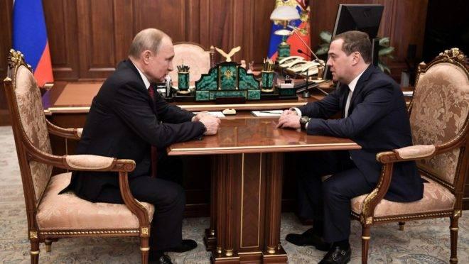 O presidente russo Vladimir Putin e o primeiro-ministro Dmitry Medvedev em Moscou, 15 de janeiro de 2020
