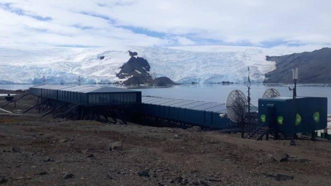 Estação Comandante Ferraz, base de pesquisa do Brasil na Antártica