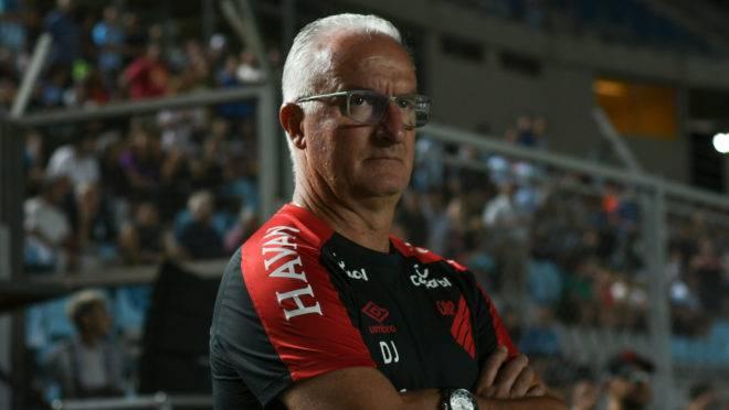 Dorival disse não ter pressa por reforços no Athletico