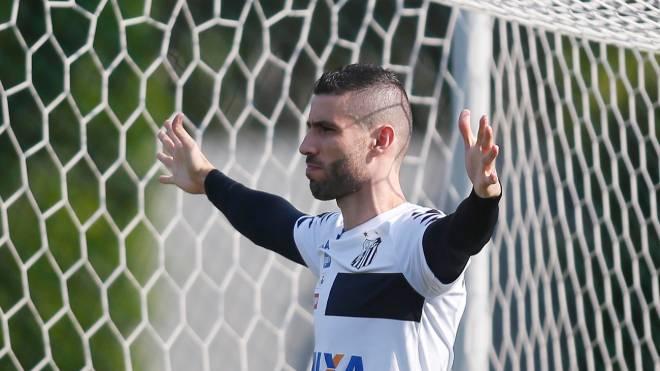 Vanderlei está no Santos desde 2015 e agora deve fechar com o Grêmio