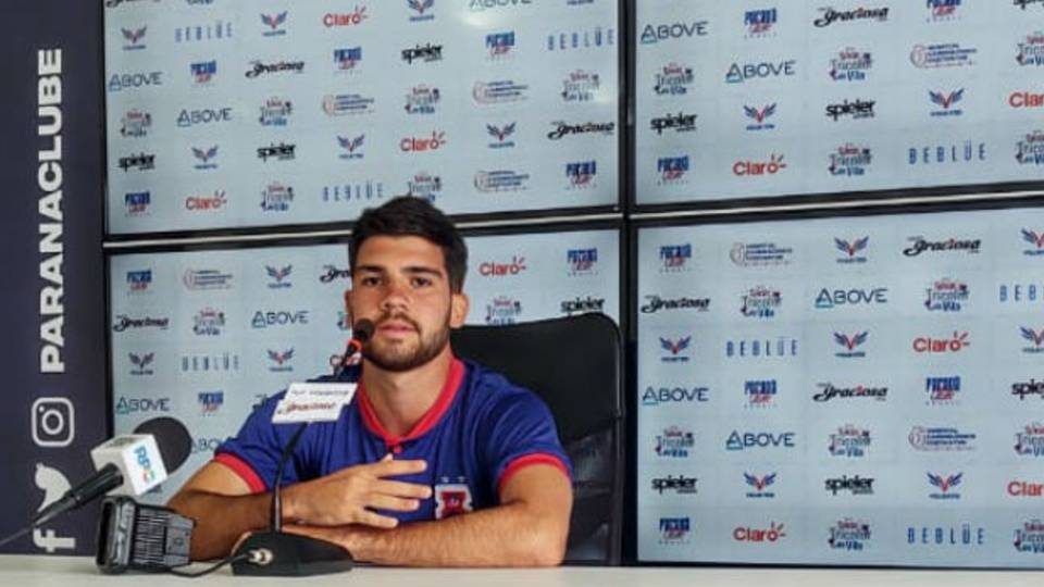Com apenas quatro jogos como profissional, meia ex-Vasco espera espaço no Paraná