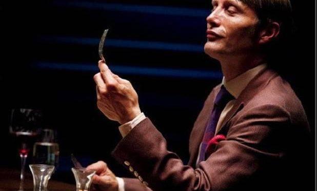 """Mads Mikkelsen interpretando Joel Pinheiro, em cena de """"Hannibal"""", a série"""