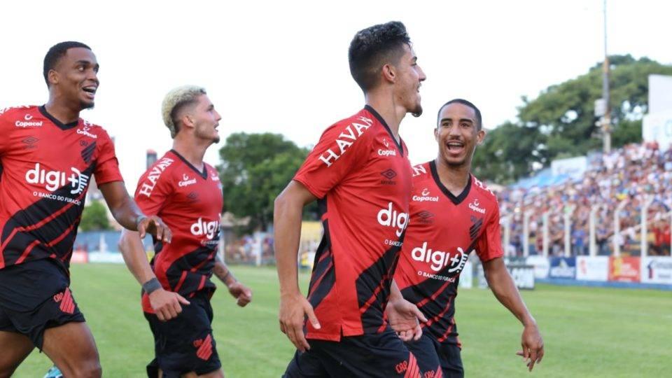 Athletico derrota União no pontapé inicial do Estadual