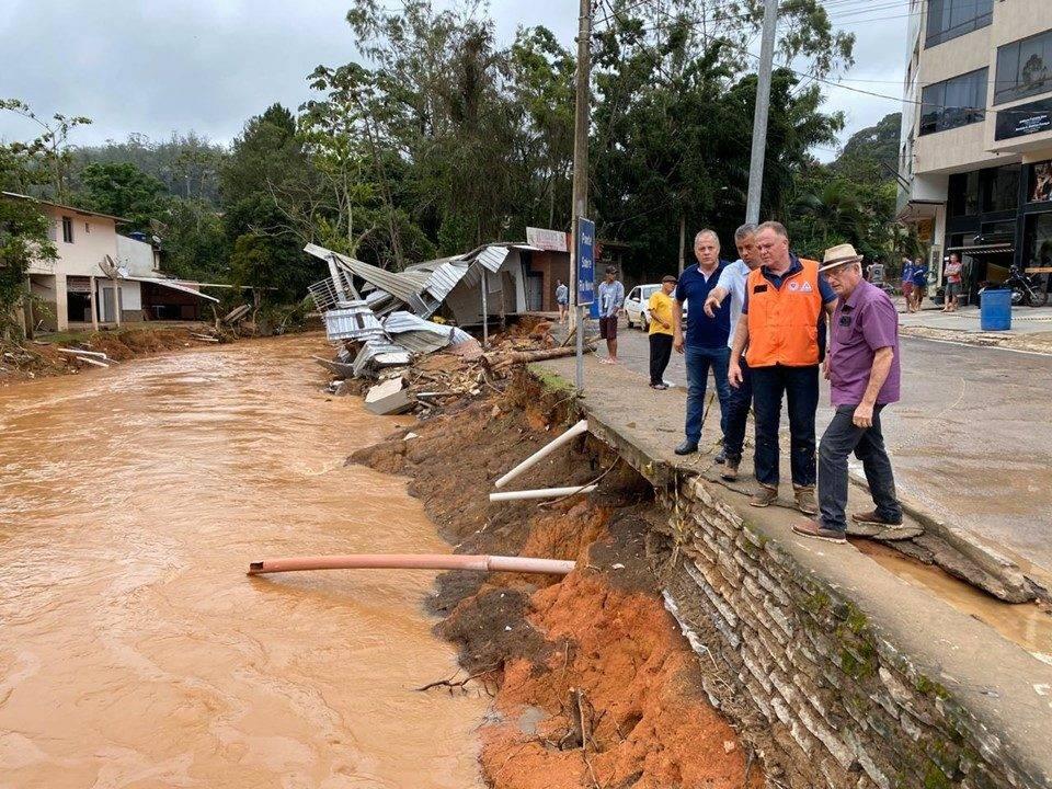 Governador Renato Casagrande visitou as áreas mais atingidas. Foto: Adriano Zucolotto/Governo-ES