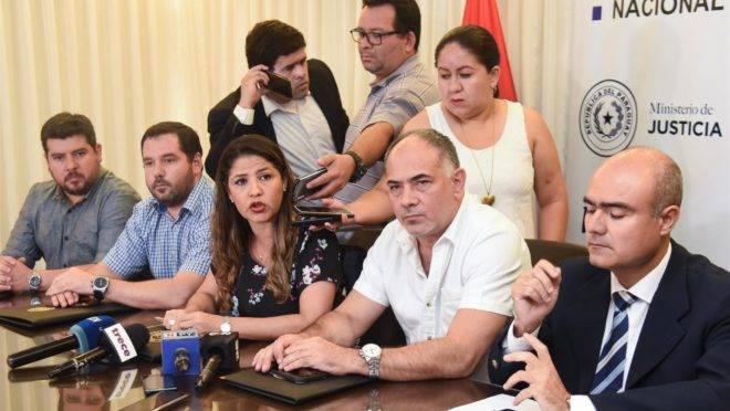 Entrevista coletiva da ministra da Justiça do Paraguai, Cecilia Pérez, após a fuga de 75 detentos na Penitenciária de Pedro Juan Caballero.