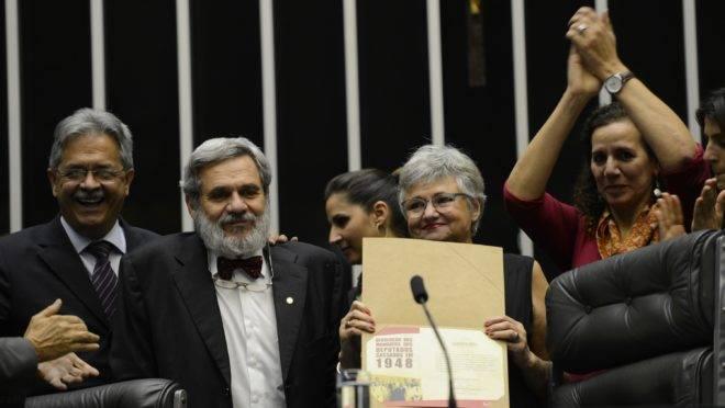 Em sessão solene realizada em 2013, o Congresso devolveu simbolicamente os mandatos de 14 deputados comunistas cassados em 1948. Entre os deputados homenageados há personagens como o escritor Jorge Amado, além de figuras históricas como João Amazonas e Carlos Marighella.