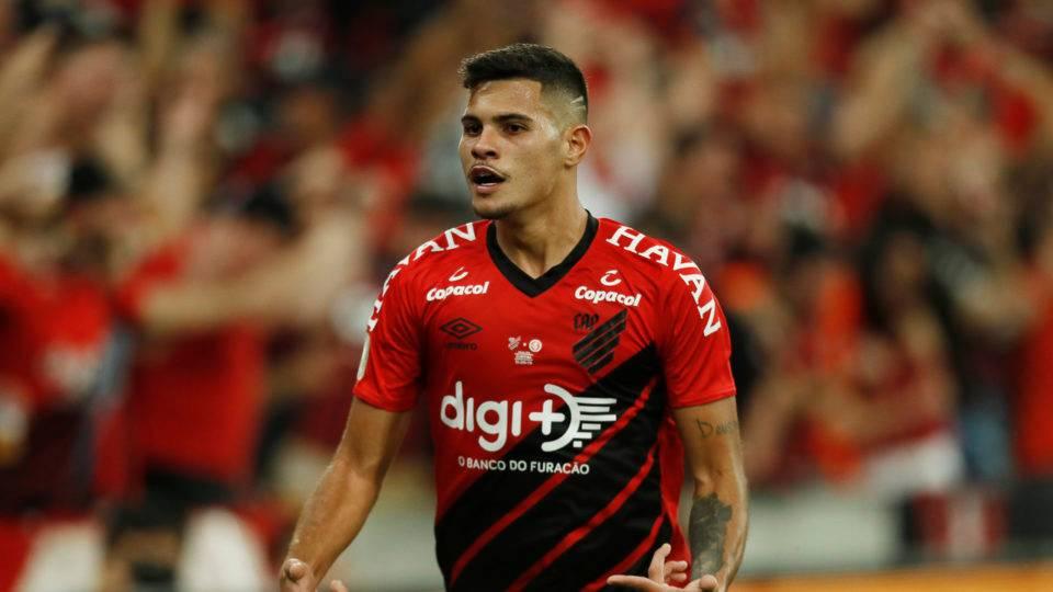 Lyon entra na briga e apresenta maior proposta por Bruno Guimarães