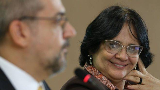 Ministro da Educação, Abraham Weintraub, e a ministra da Mulher, da Família e dos Direitos Humanos, Damares Alves.