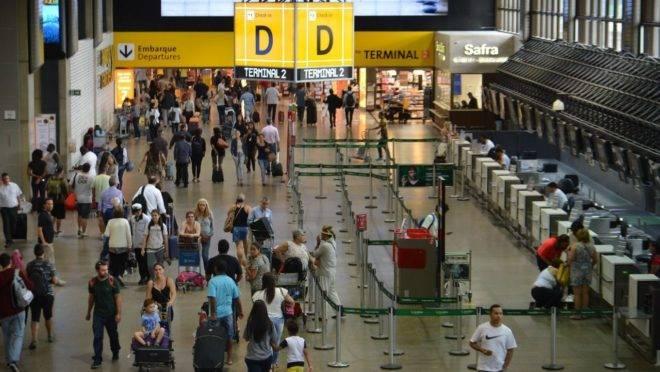 Aeroporto de Guarulhos, em São Paulo: 180 colombianos estão a espera de um voo de repatriação.