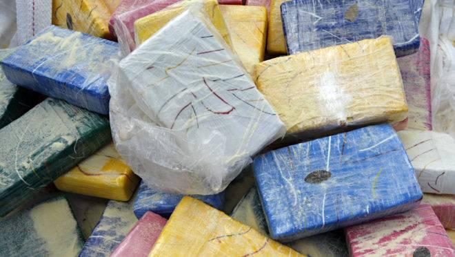 O tráfico de drogas, especialmente da cocaína, criou uma aliança inusitada entre a máfia italiana e o PCC