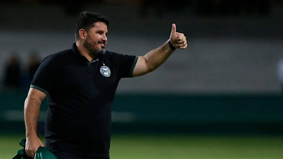 Técnico do Coritiba comemora chegada de Sassá, mas admite que ele não joga o clássico