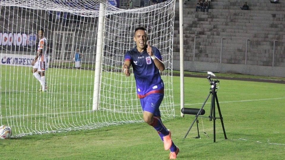 Após início conturbado no clube, Andrey busca retomada no Paraná