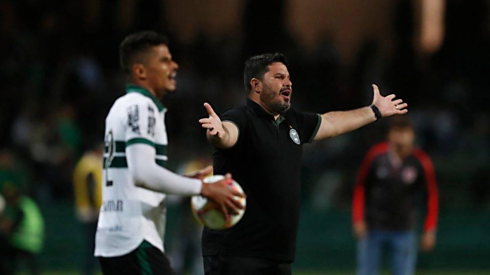 """Barroca espera """"salto de qualidade"""" do Coritiba no clássico com o Paraná"""