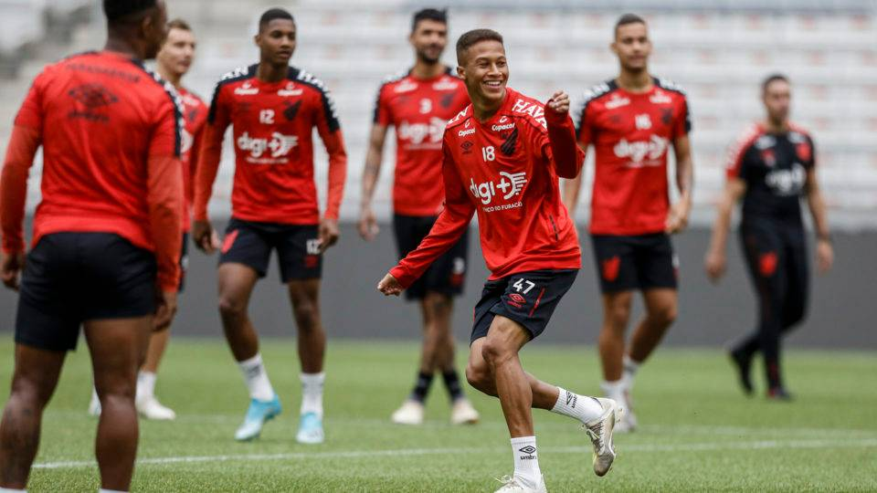 Técnico do aspirantes do Athletico admite que Bissoli, Erick e Vitinho podem jogar o Estadual