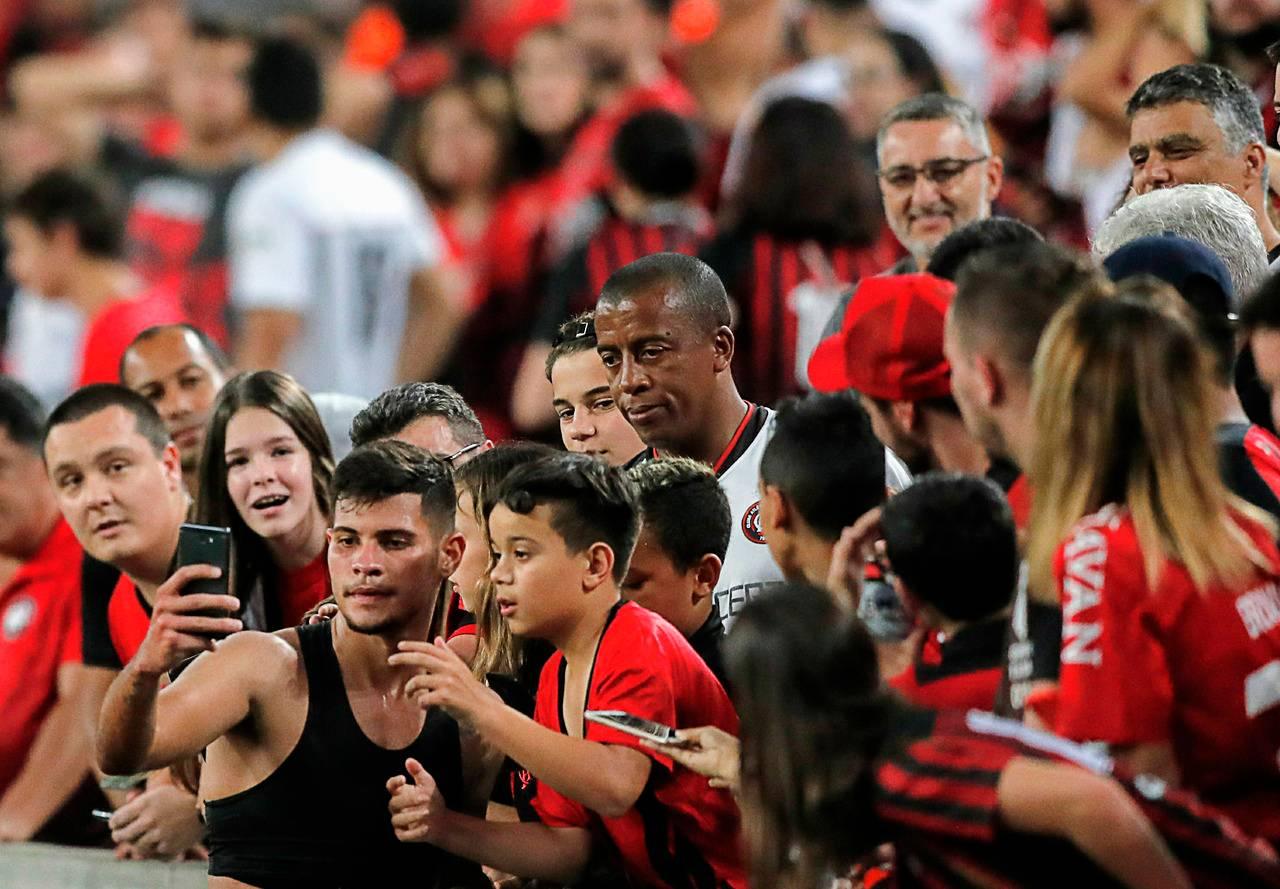 Bruno Guimarães fez a festa da torcida e dos cofres do Furacão.