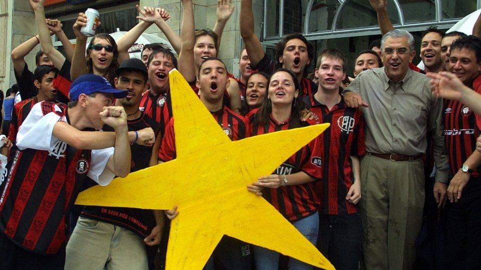 Por que Petraglia desmancha os times campeões do Athletico