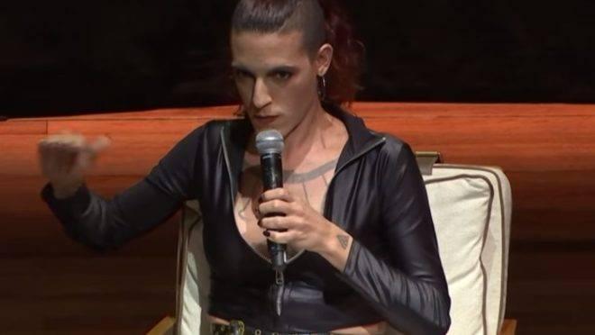 Amanda Palha (nome social de Vitor Zaparoli Borgheresi), em evento em outubro de 2019.