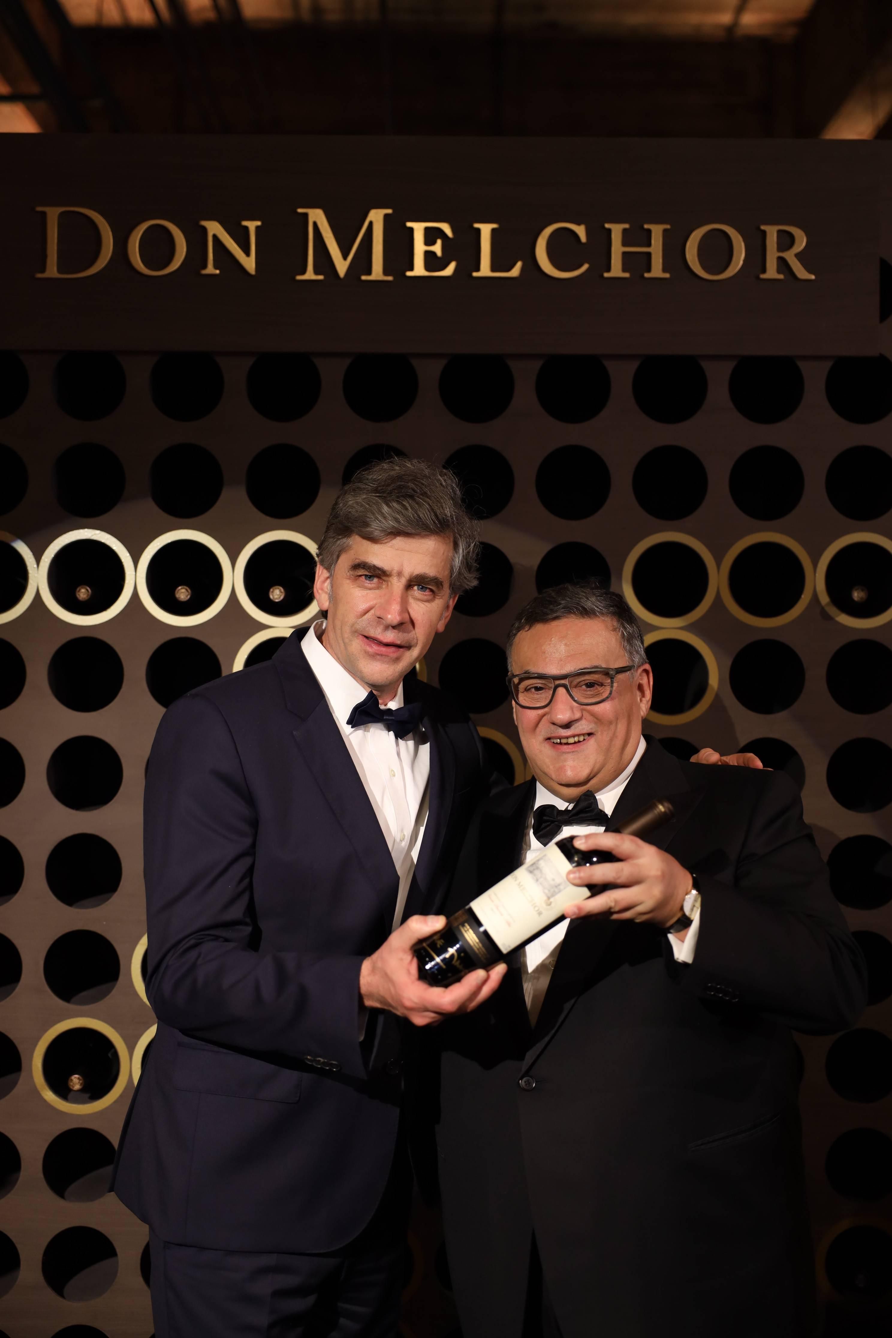 O enólogo Enrique Tirado, que presidiu a degustação vertical do Don Melchor,<br /> com Guilherme Rodrigues.
