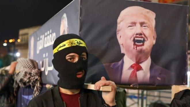 Palestinos protestam contra o plano de paz apresentado por Donald Trump, na cidade de Nablus na Faixa de Gaza, 28 de janeiro de 2020