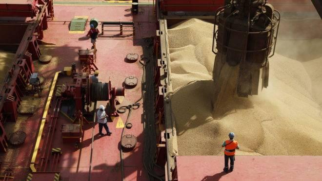 A soja é o produto brasileiro mais exportado para a China, seguida de petróleo e minério de ferro.
