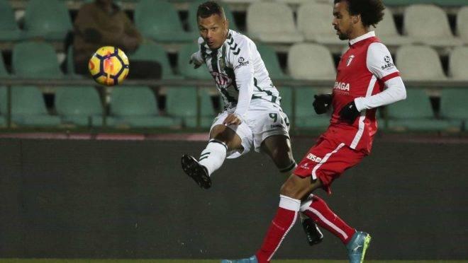 Patrick Vieira reforça a lateral alviverde.