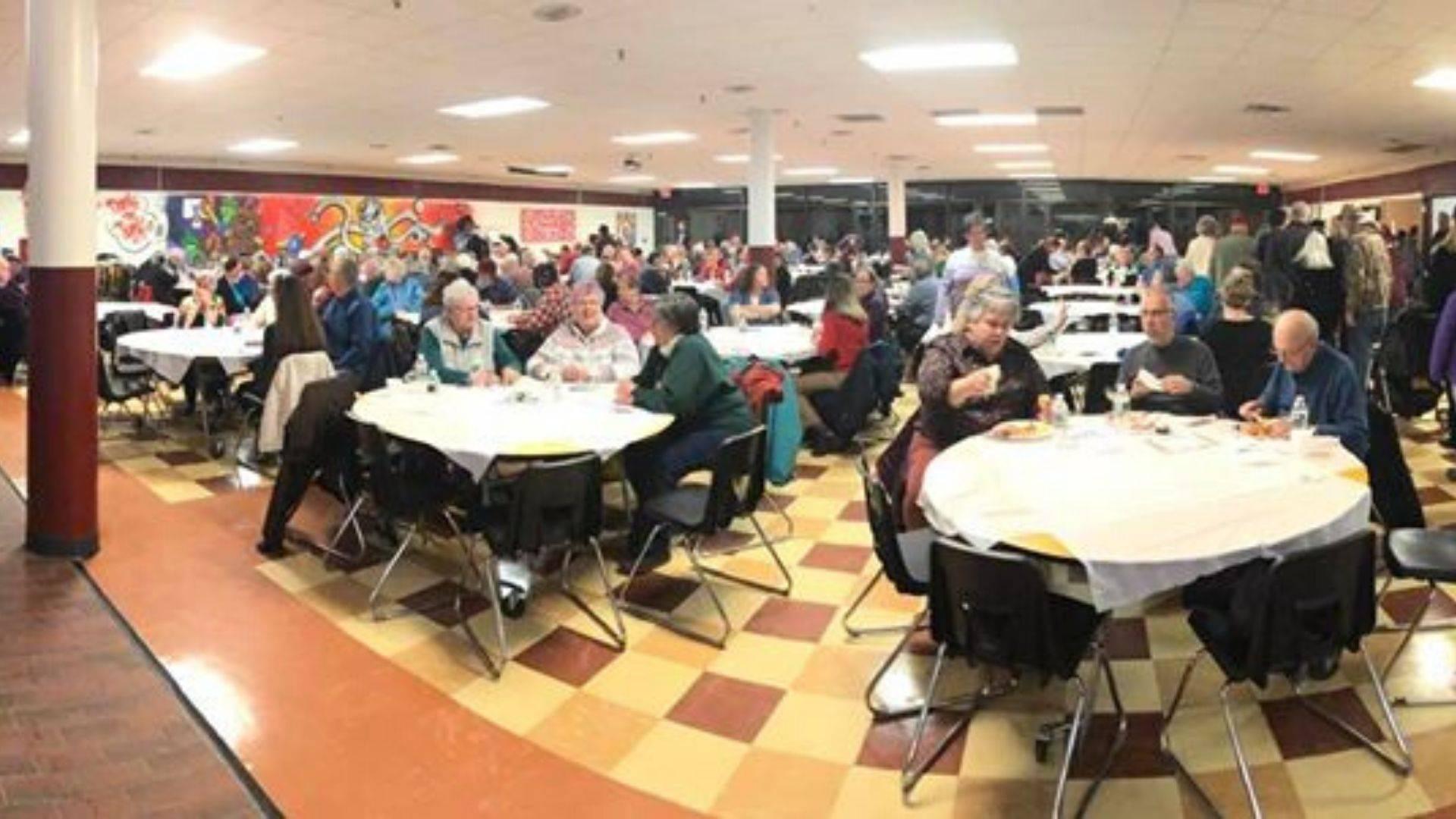Jantar realizado no último dia 8 de janeiro com o intuito de arrecadar dinheiro para ajudar Barbara.   Foto: Facebook/ Baldacci Spaghetti Fundraiser Dinner for Barbara Hinckley