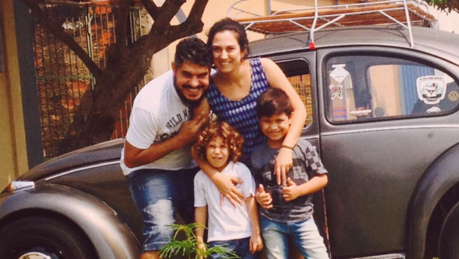 Em Fusca, família venezuelana viaja 6 mil km para tentar uma vida melhor no Paraná