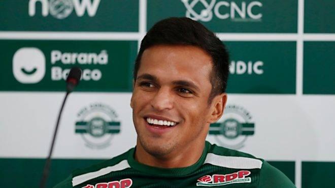 Atacante Robson participou da entrevista coletiva  nessa terça-feira (4) no Coritiba.