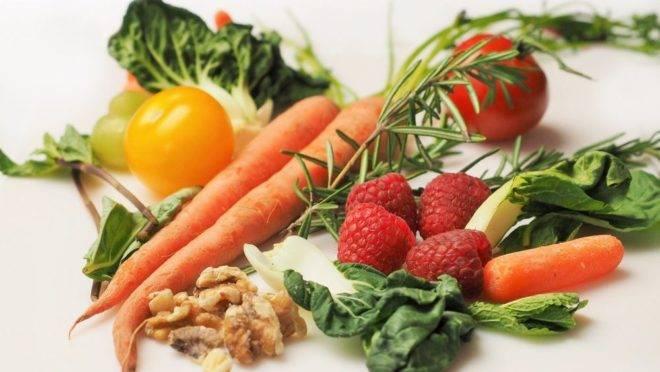 Até mesmo as cascas e folhas de frutas e vegetais podem ser utilizadas em outros preparos. Foto: Pixabay.