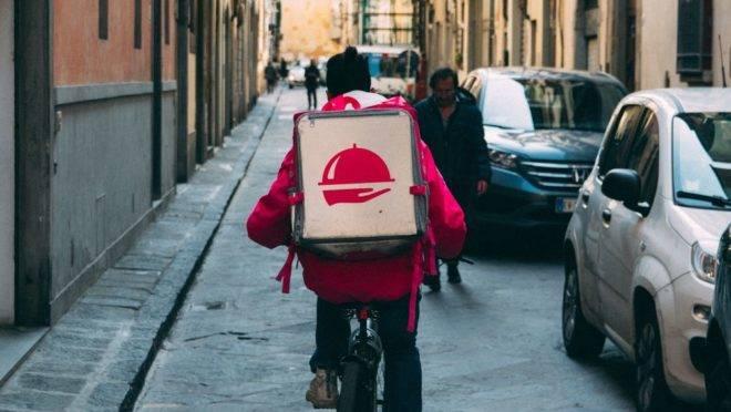 O serviço de delivery cresce em média 20% ao ano, e não dá sinais de que vai diminuir tão cedo. Foto: Unsplash.
