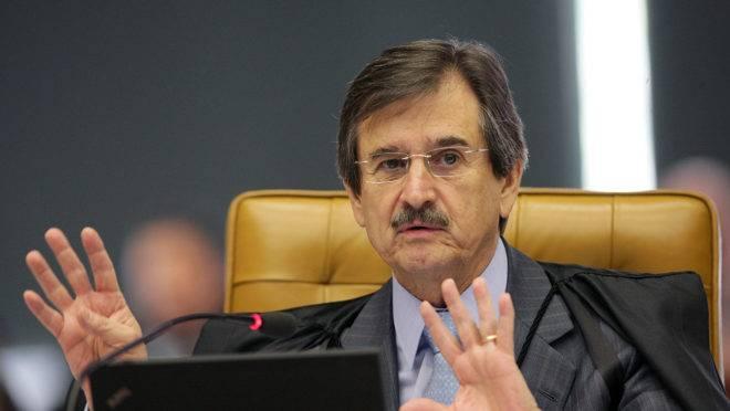A PEC 199 se baseia em uma ideia de Cezar Peluso, ex-presidente do STF.
