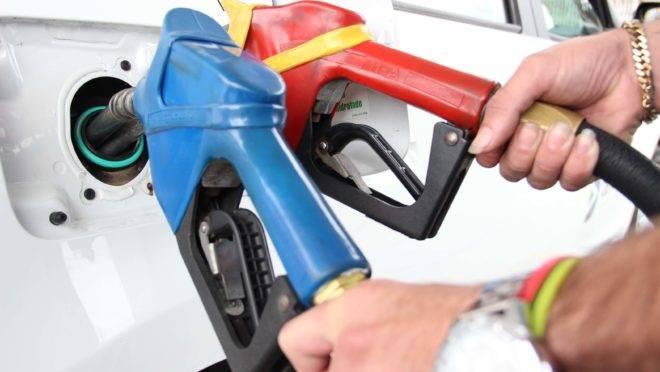 Bolsonaro quer alterar cobrança do ICMS sobre combustível
