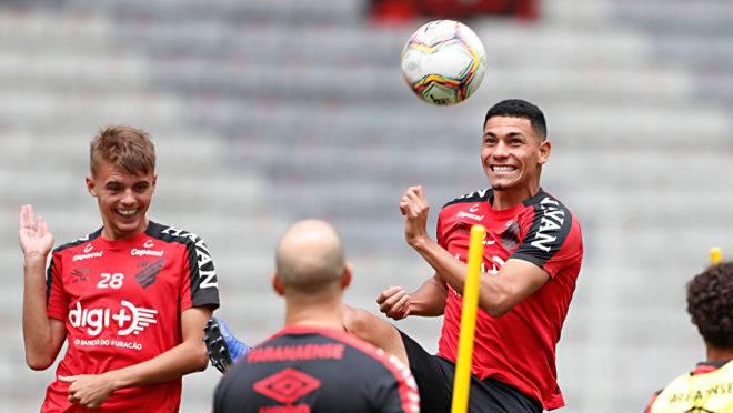 Zagueiro Luan Patrick pode ser a novidade entre os titulares, enquanto o volante Léo Gomes volta depois de participar do time principal.