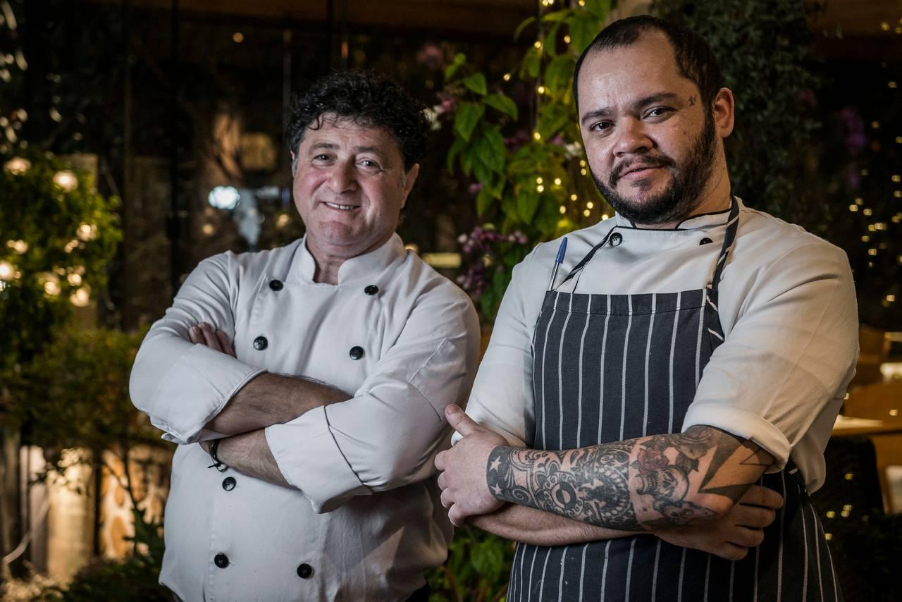 Os chefs Enzo Ambrosetti (à esquerda) e Bruno Gomes. Foto: Letícia Akemi/Bom Gourmet
