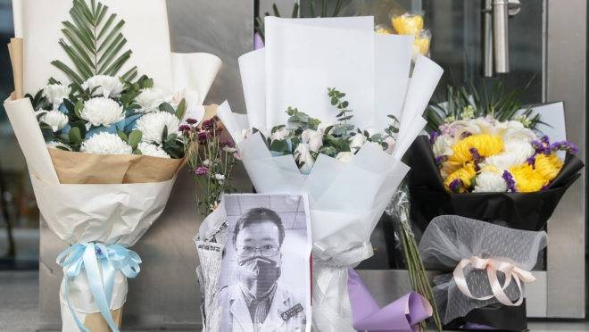 Chineses prestam tributo ao médico Li Wenliang