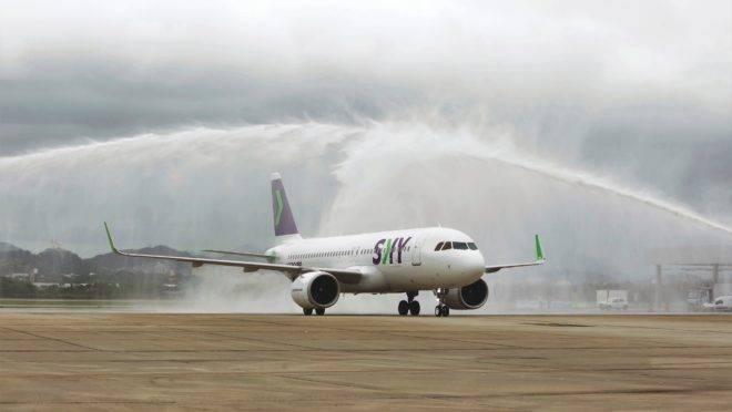 A chilena Sky é uma das aéreas low-cost que aterrissaram no país nos últimos meses. Mas tributos e outros fatores ainda mantém outras companhias afastadas do país.