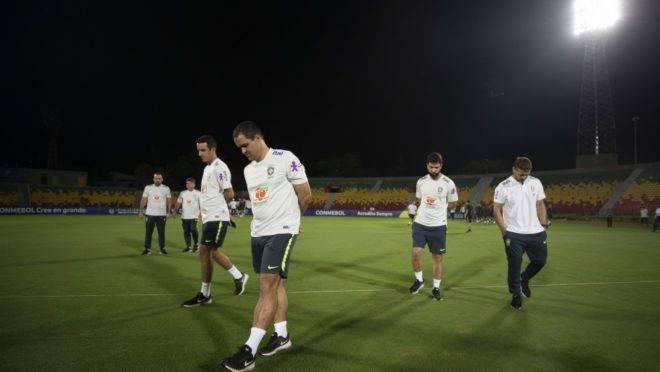 André Jardine comanda a seleção brasileira sub-23 no Pré-Olímpico. Vaga para Tóquio está por um fio