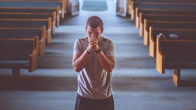 """Impressionantes 40% dos jovens pesquisados pelo Pew Research Center disseram que """"raramente ou nunca"""" vão a cultos ou missas."""