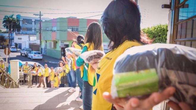 Mãos que Ajudam: programa de serviço comunitário mobiliza voluntários há 20 anos
