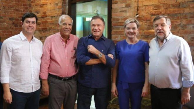 Senadores do Podemos do Paraná na filiação de Carol Arns, filha do senador Flavio Arns (Rede).