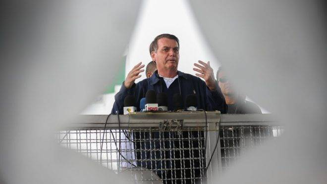 Bolsonaro diz que pode visitar brasileiros de Wuhan, epicentro do coronavírus