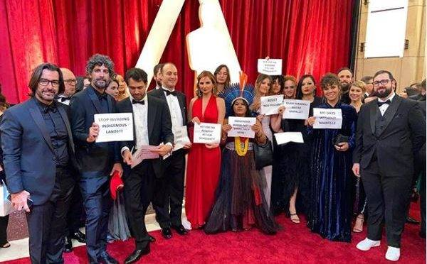 """A diretora Petra Costa, indicada ao Oscar de melhor documentário pelo filme """"Democracia em Vertigem"""", na noite da premiação em Los Angeles, 9 de fevereiro de 2020"""