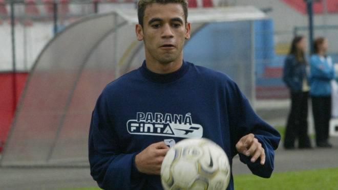 Hadson vestiu a camisa do Paraná em 2003.
