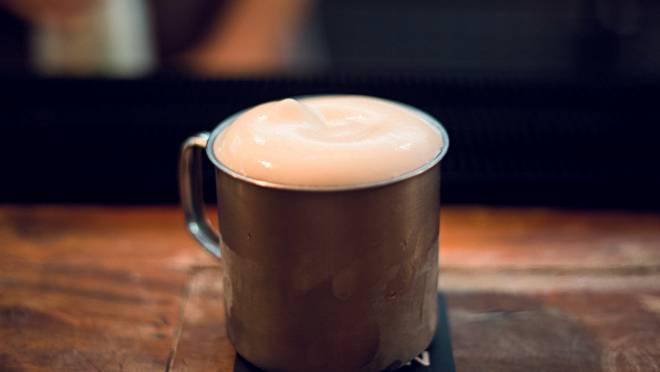 A espuma de gengibre traz mais complexidade de sabor e textura aos drinks.