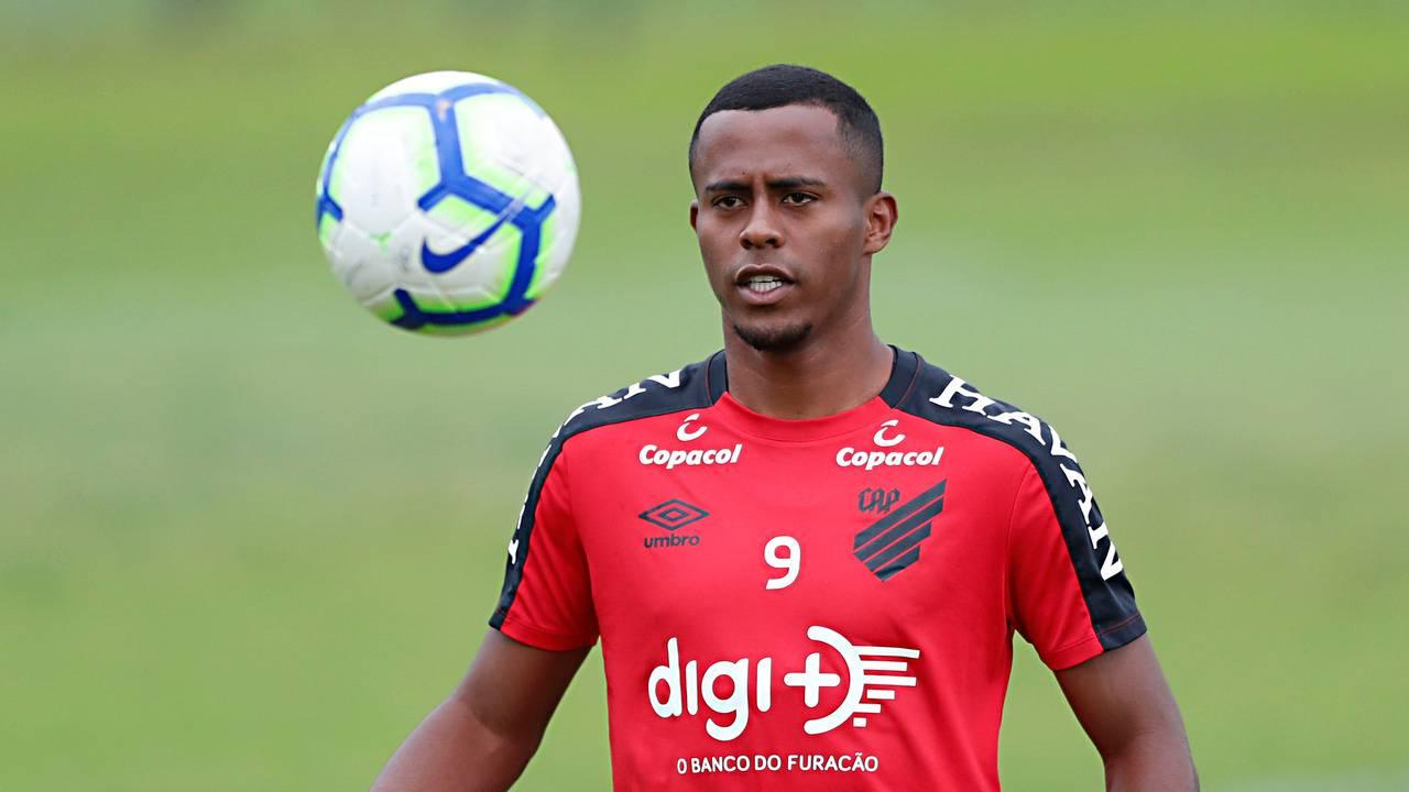 Carlos Eduardo é o atleta mais valioso do Athletico, segundo o <em>Transfermarkt</em>